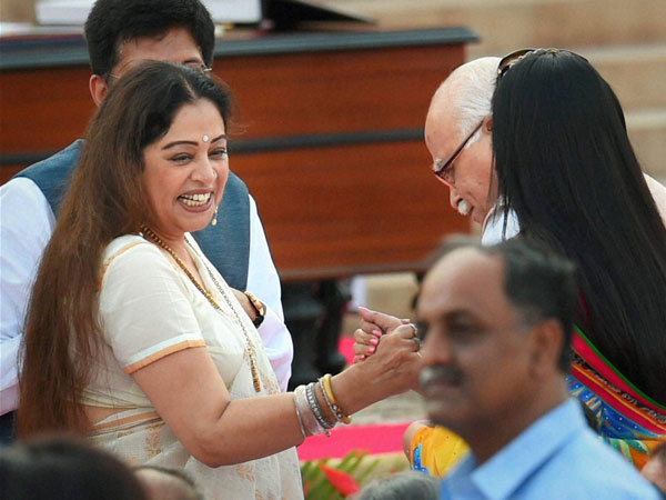 BJP leaders LK Advani and Kirron Kher at the swearing-in