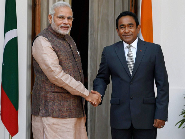 Prime Minister Narendra Modi shake hands with President Abdulla Yameen