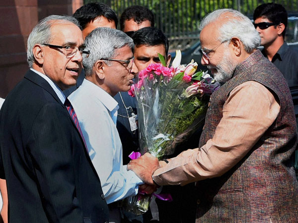 Prime Minister Narendra Modi being greeted by the offcials