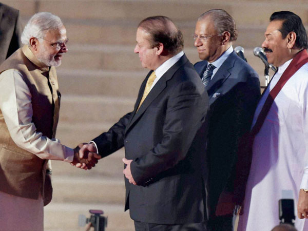 Modi with Nawaz and other leaders