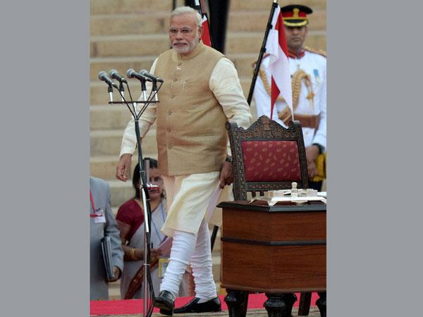 Politicians congratulate Modi on Twitter