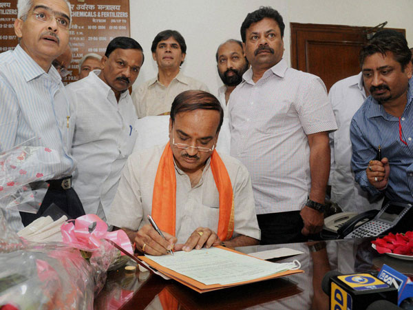 Ananth Kumar taking charge as the Union Minister for Chemicals and Fertilizers
