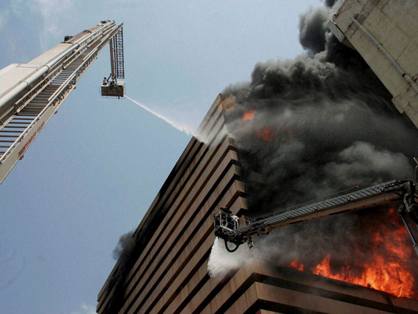 Fire breaks out at textile market in Guj