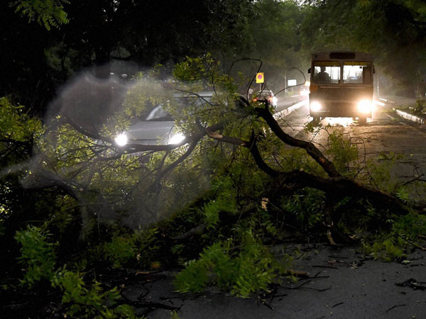 Storm causes power outage in Delhi