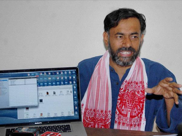 Yogendra Yadav resigns from AAP committee