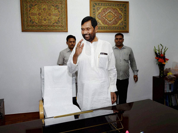 Ramvilas Paswan taking charge of the Ministry of Food & Civil Supplies