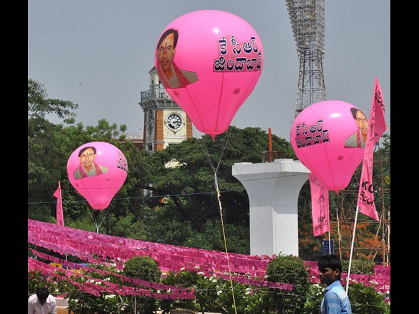 Telangana CM K Chandrashekar Rao on an air balloon
