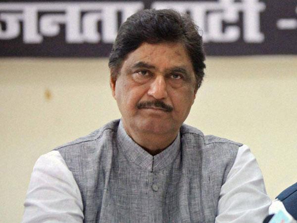 MP CM Chouhan condoles Munde's death