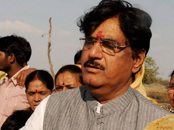 BJP shocked with Gopinath Munde's demise