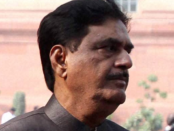 Munde's death a huge loss for BJP: Naik