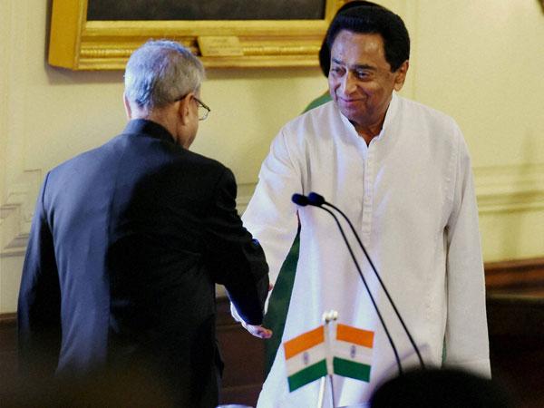 Senior Congress leader Kamal Nath shakes hand with President Pranab Mukherjee