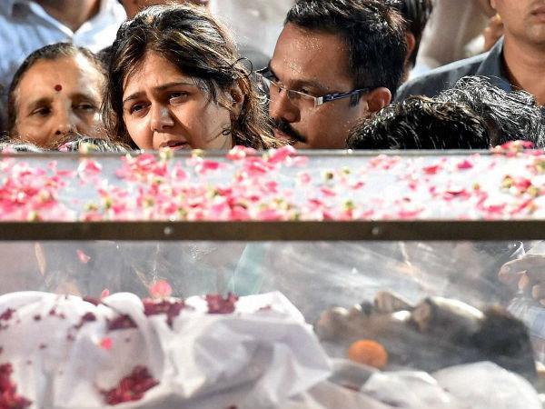 Munde's demise: Uddhav seeks CBI inquiry