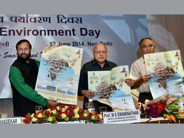 Environment Minister Prakash Javadekar with agriculture scientist M S Swaminathan