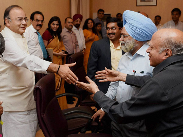 Union Finance Minister Arun Jaitley shakes hand with Agriculture scientist MS Swaminathan