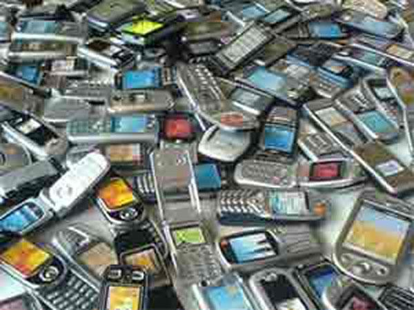 As a large chunk of Indian users is migrating to affordable smarter devices from feature phones, smartphone sales in India are expected to reach 80.57 million units by the end of this year, research firm IDC said.