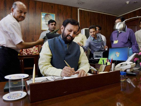 PM thanks Sharif for sending sari for mother