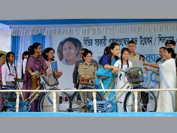 Mamata advises unemployed youth