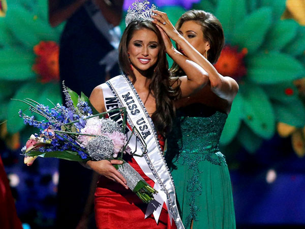Miss Nevada USA Nia Sanchez is crowned Miss USA