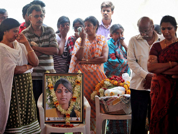 Relatives and family members mourn as they attend the last rites