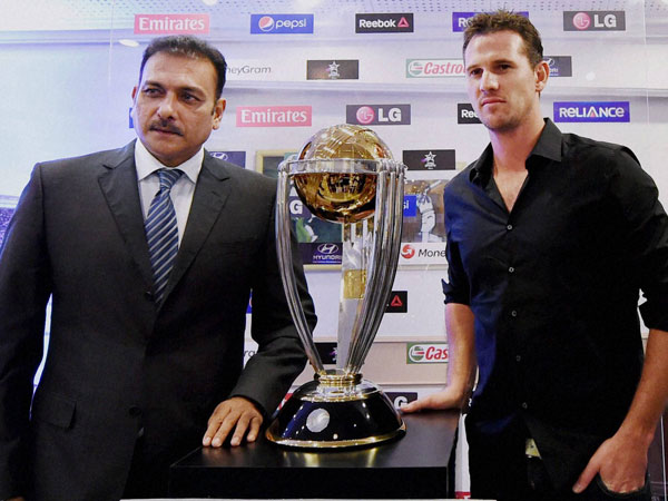 Former Indian captain Ravi Shastri with former Australian cricketer Shaun Tait