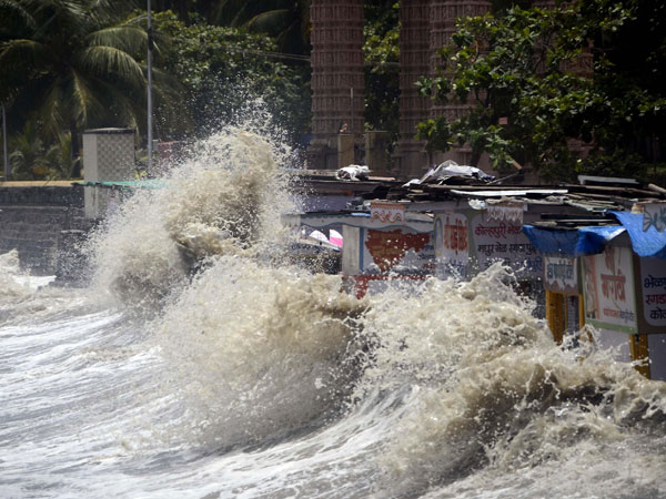 High tide lashes coast at Dadar in Mumbai