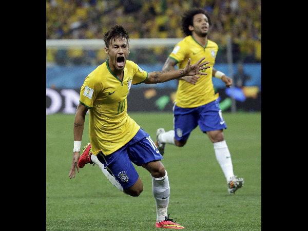 Neymar celebrates his first goal