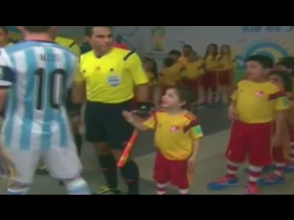 Messi refuses handshake with little boy (Picture from YouTube video)