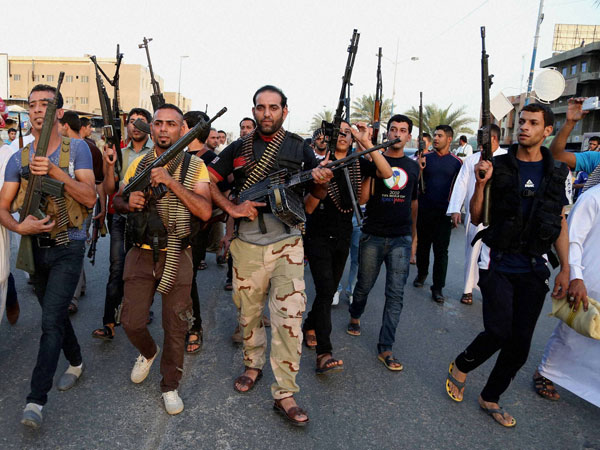 Iraq appeals for US air strikes on advancing militants