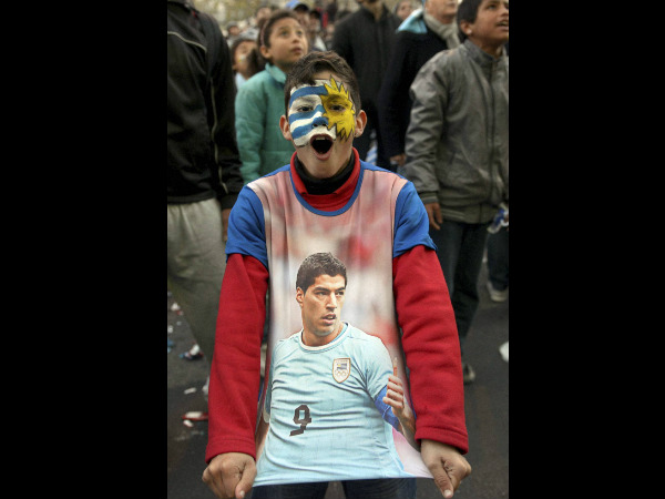 Suarez fan