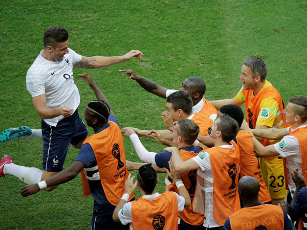 France's Olivier Giroud, left, celebrates after scoring the opening goal