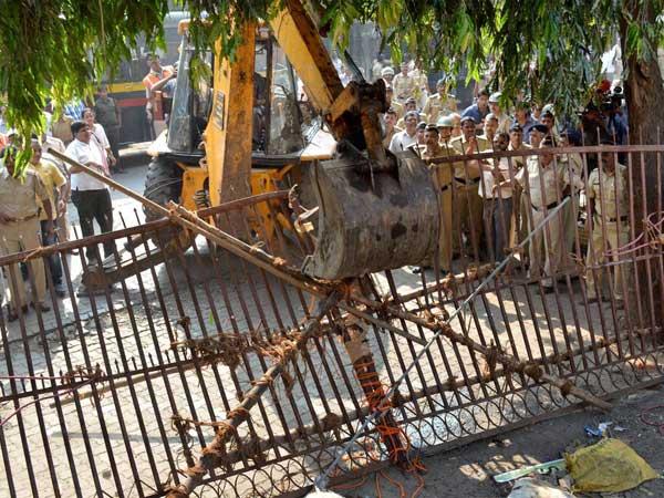 Campa Cola demolition:Face-off continues
