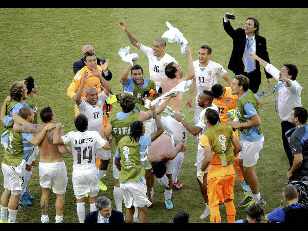 Uruguay knock Italy out