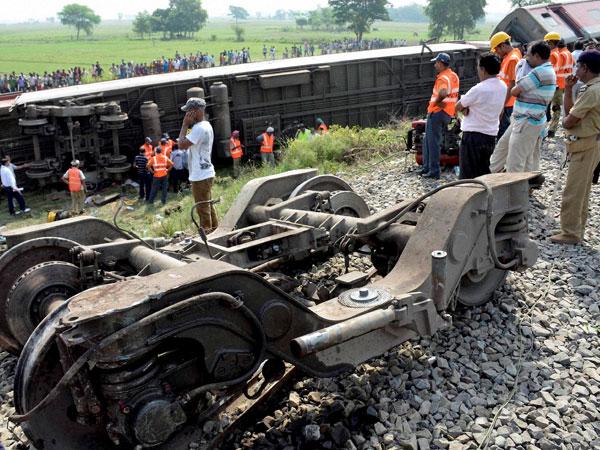 Rajdhani Express derails