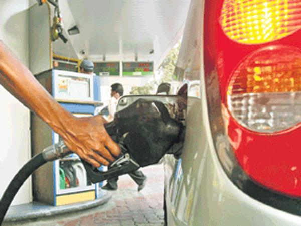 Government likely to cut taxes on Petrol, Diesel