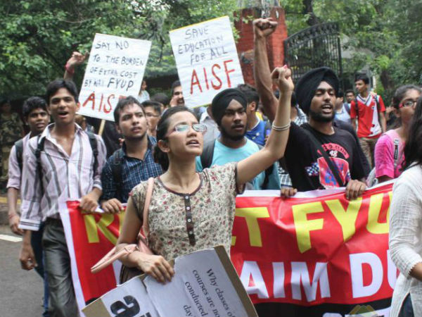DU students protesting against FYUP
