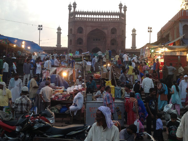 Shopping begins on the eve of Ramzan in abusy market
