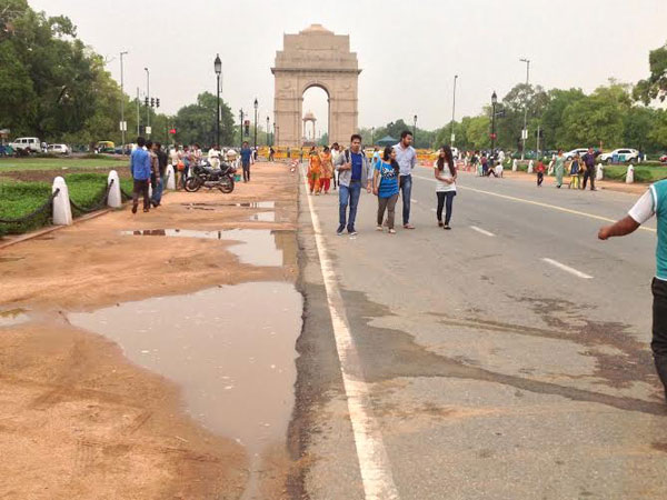 Delhiites enjoy the evening at India Gate