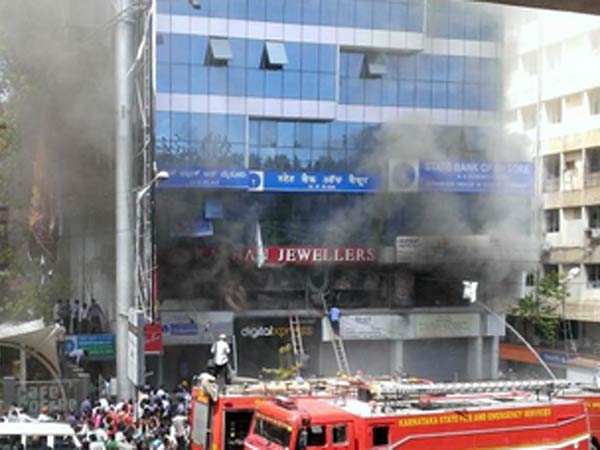 Fire breaks out at Navrathna Jewellers