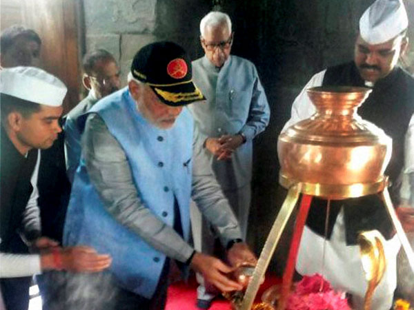 Prime Minister Narendra Modi offers prayers at 1200 year old Shiva temple