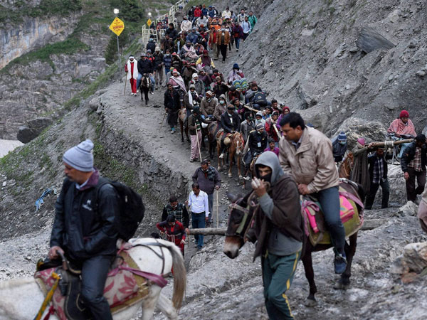 9th batch leaves for Amarnath from Jammu