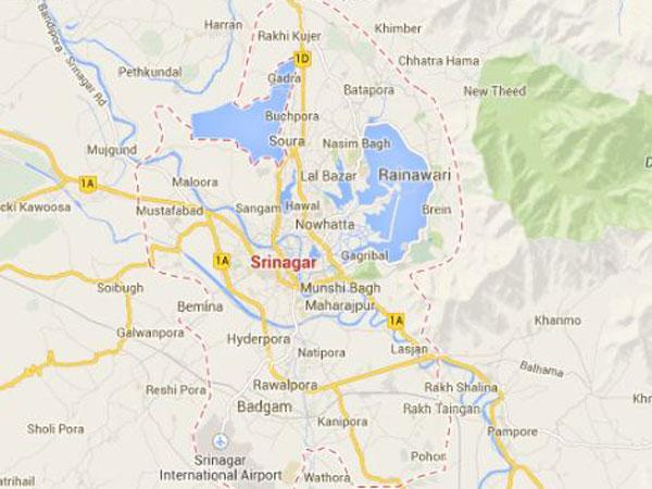 Guerrilla killed in Kashmir gunfight, mob torches vehicles