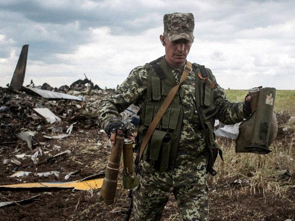 Militants deny fleeing Ukraine base