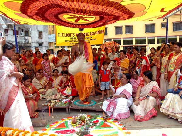 Devotees perform rituals during `Khuti Puja`