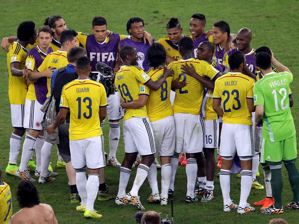 Colombians get heroes' welcome at home