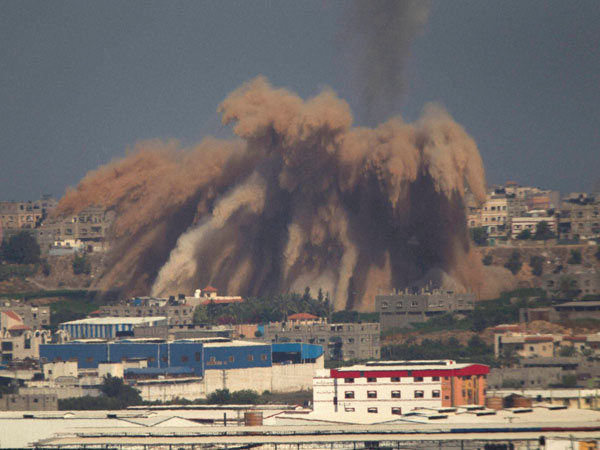 Israeli jets bomb Gaza, death toll reaches 100 in 4 days