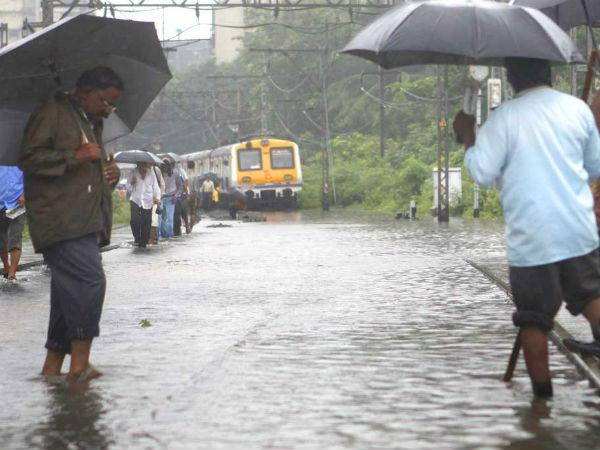 Heavy rains hit road, train in Mumbai