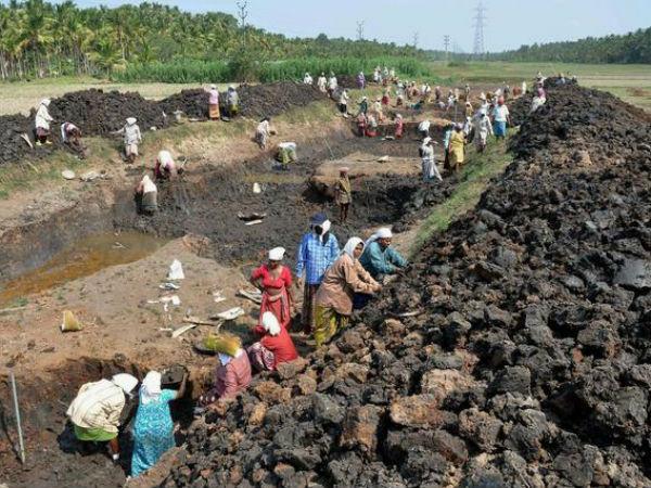 MGNREGS deeply flawed in West Bengal.