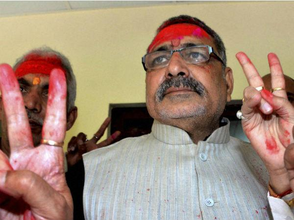 Giriraj Singh defends himself