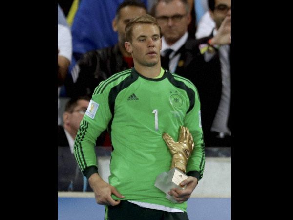 Manuel Neuer with his Golden Glove award