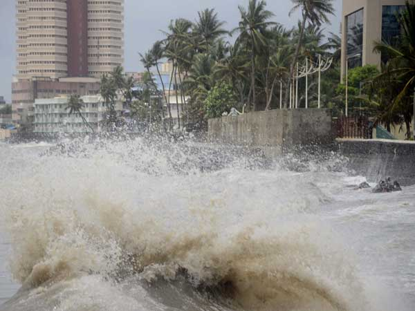 A view of waves in the Arabian Sea during high tide